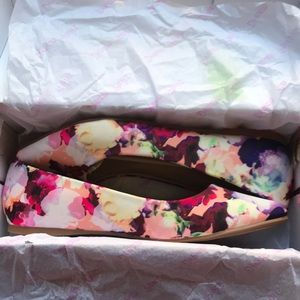 Dream Pairs Floral Flats; 8.5